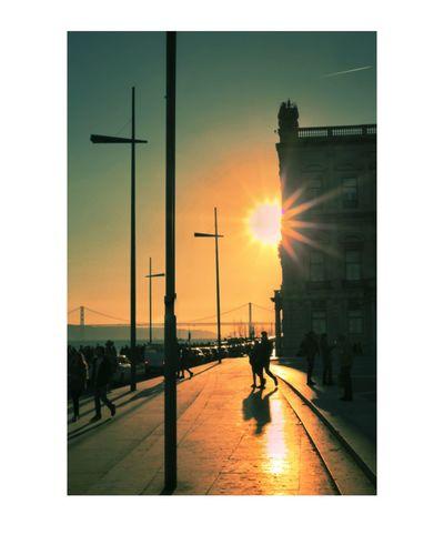 Wanderlust Travelbug Streetphotography People Photography Downtown District Street F22 Silhouette Bucketlist Portugal Lisbon - Portugal Lisbon Lisboa Tagus River Praça Do Comércio Sunset Golden Hour Cityscape Travel Destinations