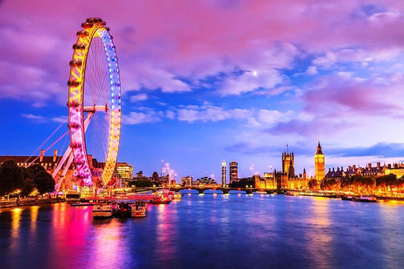 EyeEm LOST IN London ◽️♠️◽️ Londoncity ⬛⬜ ◾◽◾ Light