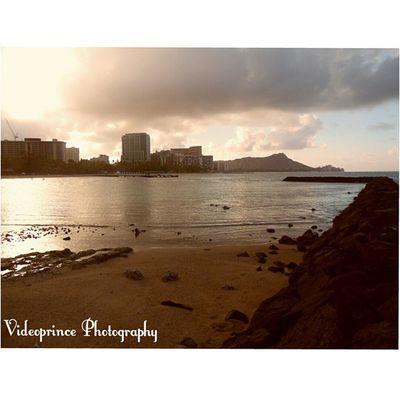 Another shot Photography By: @Videoprince Hawaii Waikiki 808  Alohastate Venturehawaii Instagram Instatravel Hnnsunrise Photographer Cameralife Photography Oahu Beautiful Beach Sand Hotel Diamondhead HiLife Luckywelivehi Ocean Goodmorning