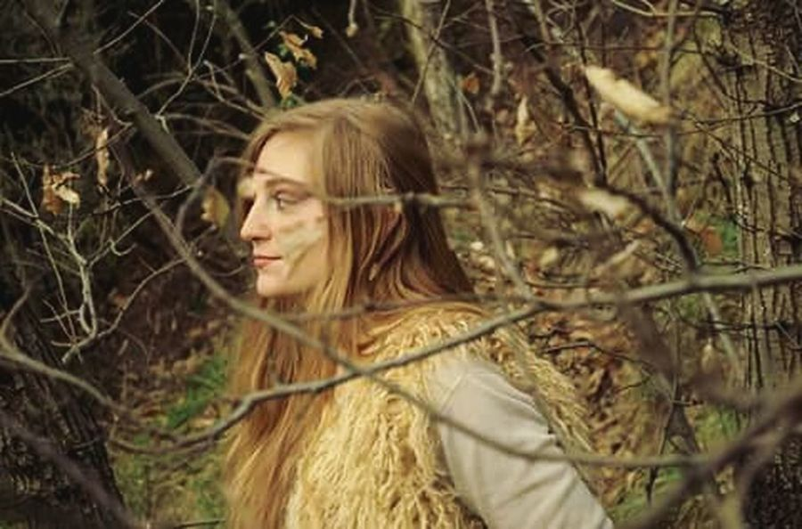 A friend of mine, whose name is Carola (😅) took some photos into the woods and found another Carola 🌟 Taking Photos Sunshine Sound Of Silence Eyeem Genova Light That's Me Golden Light Hugging A Tree Nature_collection Portrait Of A Woman Portrait Of A Friend Into The Woods