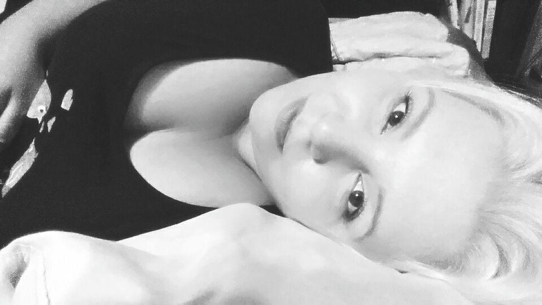 Project Happy Beautiful Prairie Girl That's Me Relaxing Curvygirls Feeling Beautiful Black & White Faces Of EyeEm Eyeem Real