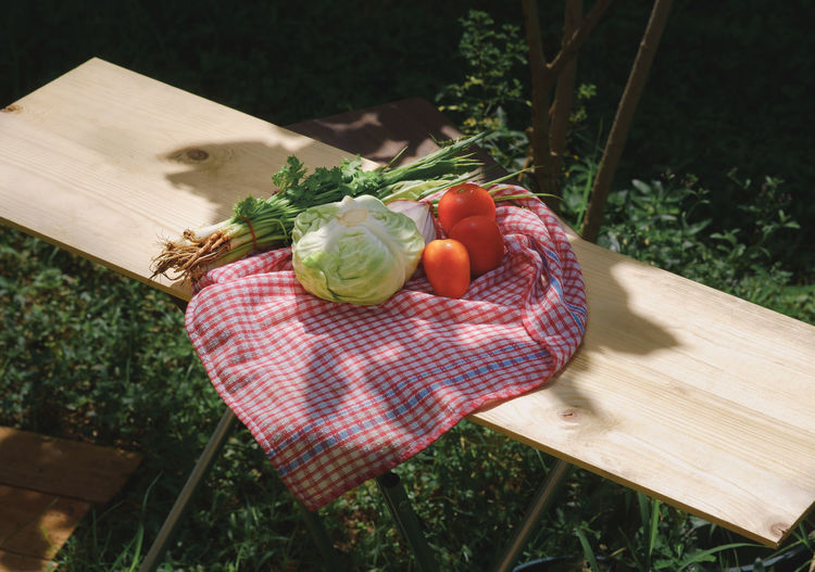 Home Cooking Sunlight Sunny Cabbage Close-up Day Food Food And Drink Freshness Front Or Back Yard Grass Healthy Eating High Angle View Nature No People Outdoors Preparation  Sunlight And Shadow Tomato Vegetable Wood - Material
