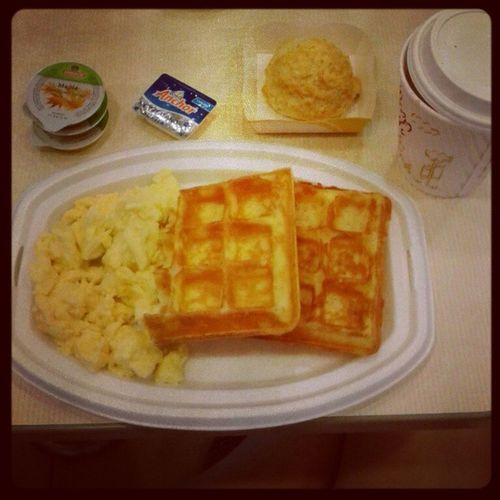 POWER BREAKFAST TO START UP DA DAYY!! GoingMsiaSoon KFC Waffles Omgg  <: