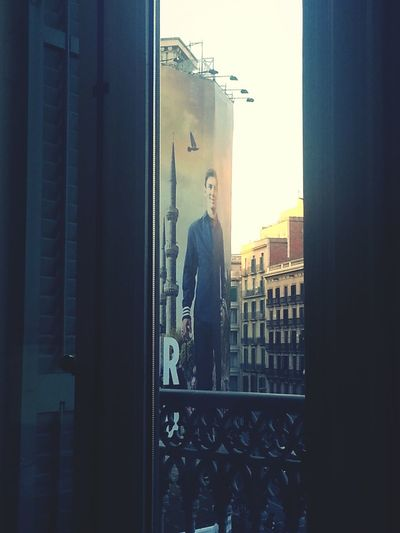 per la finestra