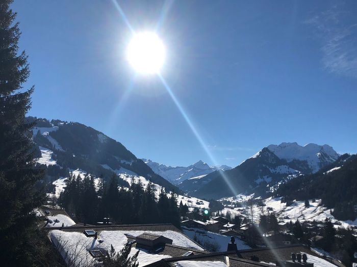 Bigggg Sun I❤️Gstaad Gstaad Bolonie Style Bolonie Art Bolonie Mountain Snow Sunbeam Sunlight Cold Temperature Beauty In Nature Nature Clear Sky Tree Tranquility Building Exterior Architecture Outdoors Day Mountain Range Scenics Sky Winter No People Sun An Eye For Travel