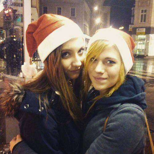 Zweifertige Gesternabend Brownie Blondi nasseHaare Regen kalt Altstadt Linz Weihnachtsmützen Steffi Loveyou Hny
