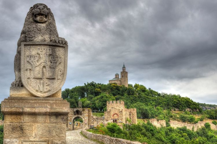 Mediaval Architecture Church Castle Showcase: February Old Religion Veliko Tarnovo Tsarevets No People Building Exterior Outdoors Day Street The Way Forward Old Buildings Stone Statue Stone Wall The Architect - 2016 EyeEm Awards