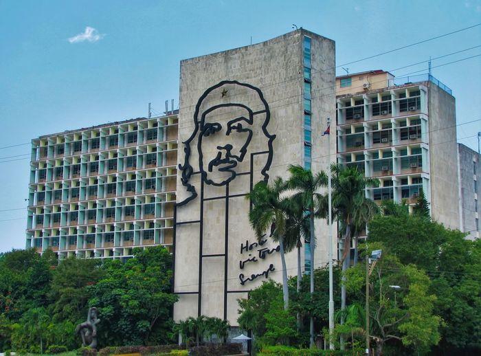 Che Che Guevara Mural Cuba Cuba Collection Havana Havana, Cuba Holidays Ministery Of Interior Tourist Attraction  Travel Travel Photography Architecture Building Exterior Che Guevara City Hasta La Victoria Siempre Tourist Destination Travel Destination Travel Destinations Tree
