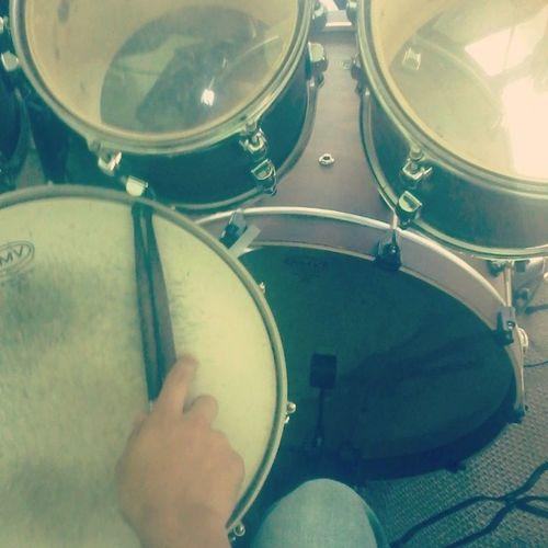 """"""" o segredo, é louvar em meio a luta """" Drummer"""