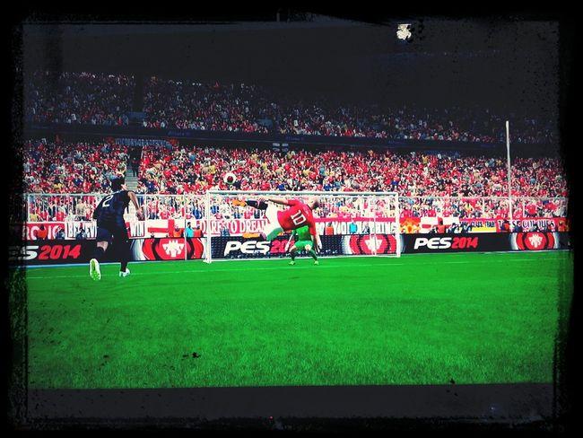 Rooney a punto de hacer un golazo de Dioses