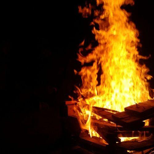 Extraño la rica sensacion de estar frente un fogon bajo las estrellas <3 Plasilla Fogon momentospararecordar