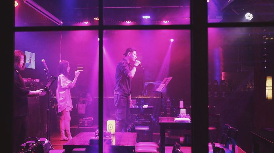 People And Places Indoors  Arts Culture And Entertainment Nightlife Bar Performer  Ningbo 宁波 宁波老外滩 Nightphotography Embrace Urban Life