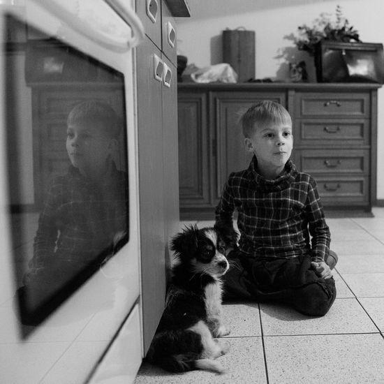 Puppy 🐾😻 Taking Photos Enjoying Life Happy People Black & White Blackandwhite Photography Eye4photography  Photooftheday Monochrome Bnw Family Kids Puppy Dog