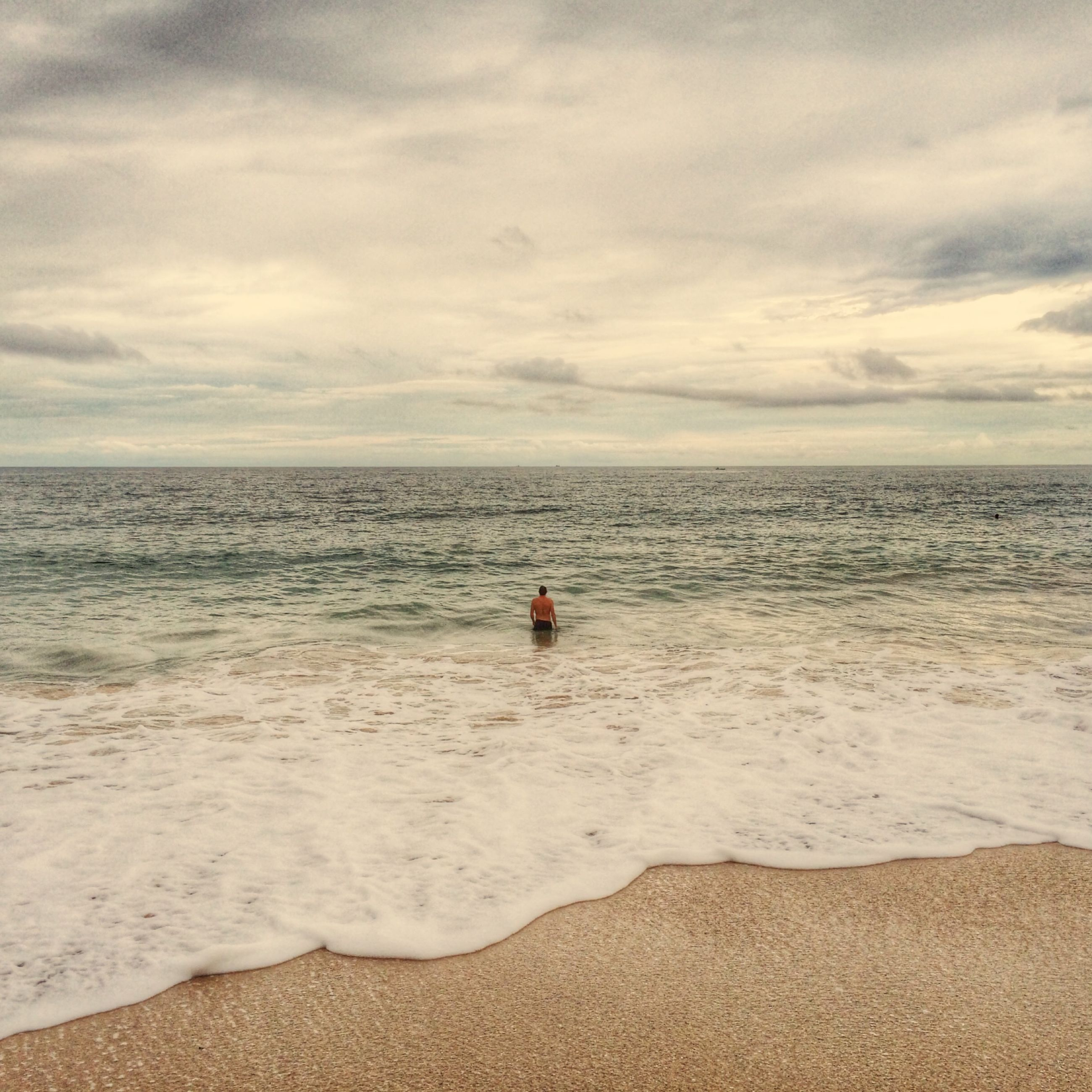 sea, horizon over water, beach, water, sky, shore, leisure activity, scenics, lifestyles, cloud - sky, wave, beauty in nature, sand, tranquil scene, tranquility, vacations, nature, cloudy