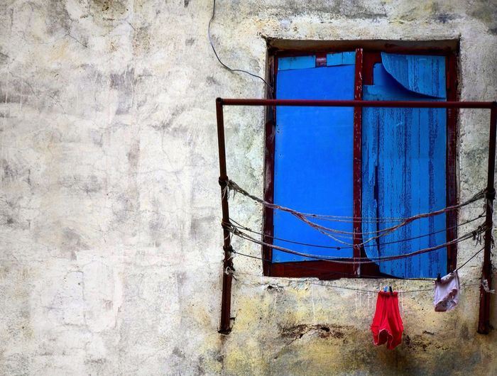 It is laundry day.... Window Architecture City Life Community Laundry Havana Live For The Story Travel Photography Exploring Old Buildings Old Cities The Architect - 2017 EyeEm Awards