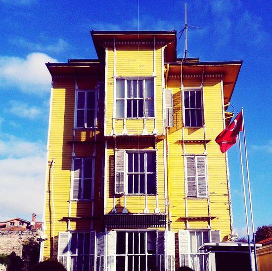 Zeytinburnu Karakol Polis Police Yellow Istanbul Turkey MyPhotography Enjoying Life Hello World Manzara