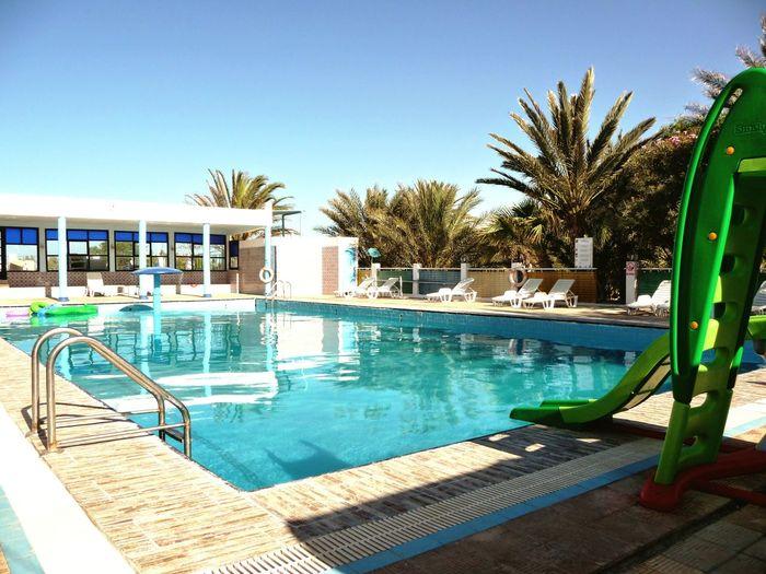 Hotel oasis est un hotel 4 etoiles vue sur le grand golf de Gabes. Il est situé en bordure d'une plage de sable fin à cinq minutes du centre ville de Gabes. Ilovetunisia Gabes Tunisie Tourisme Plage 🌴 Soleil Chaleur Vacances !♥ HotelOasis