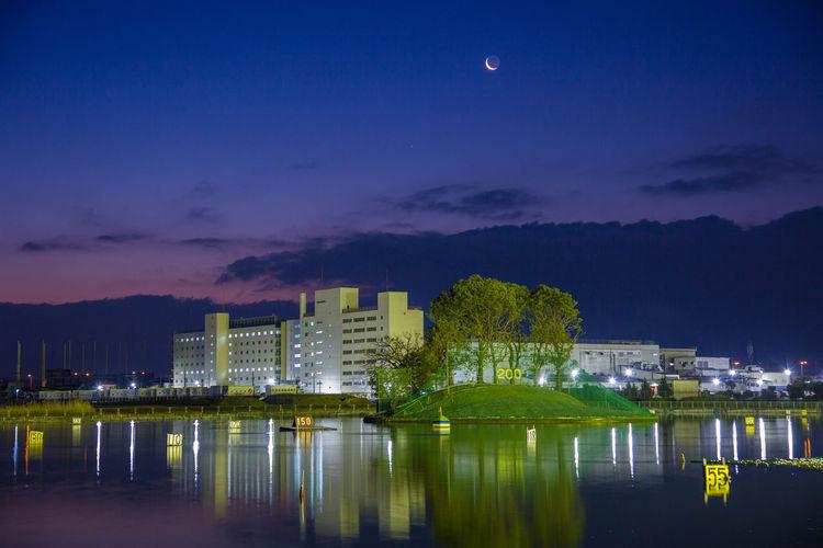夜明け前の月 Before dawn OSAKA Japan Before Dawn Cityscape City Urban Skyline Illuminated Moon Skyscraper Astronomy Business Finance And Industry Modern Nightlife