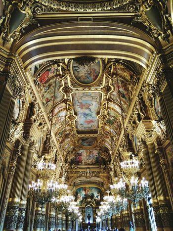 Ópera De Paris Traveling Home For The Holidays