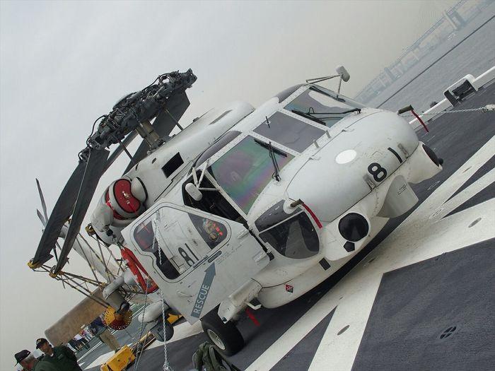 SH-60J Seahawk 羽根をたたんだ鳥のような佇まい(笑) Military JMSDF Japan Hellicopter Photography MilitaryPhotography ~カメログまたここで~ Streamzoofamily