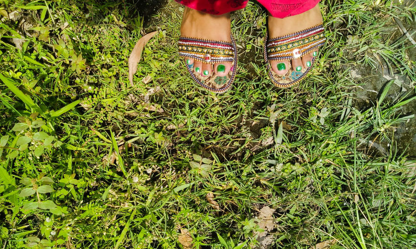 Green Green Green!  Greenery From My Point Of View Traditional Footwear Footwear Foot Green Nails Green Nail Green Grass Grasses Feetlovers Feet On The Ground Feetselfie Feets Tailored To You Showcase June
