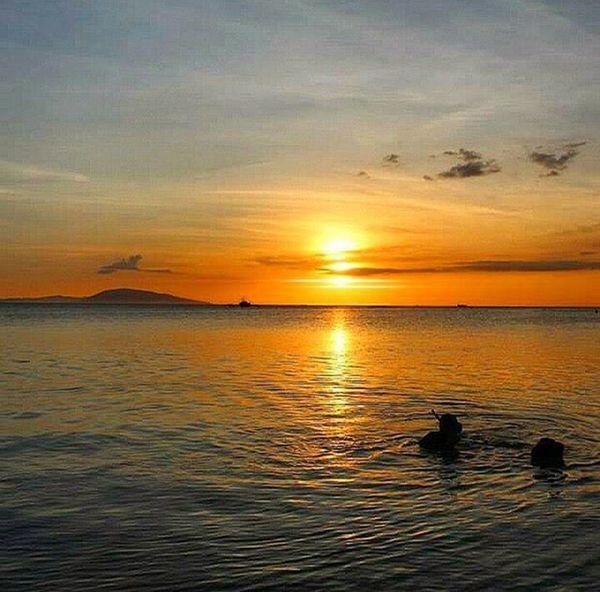 Serene sunset over the calm sea at Calatagan, Batangas. Summer sunset, April 2015. 9pmhabit Perfectsummer IgnitePH IgMNL Igersphilippines Igersmanila Wheninbatangas Burotbeach Sunsetshots Tourismphl Thephillipines Ld_50 Current_challenges Litratistadavao Dailylitrato Sunrise_sunset_worldwide Sunset_philippines GrammerPH Travel_captures Wanderlust ©BrixtonDaza