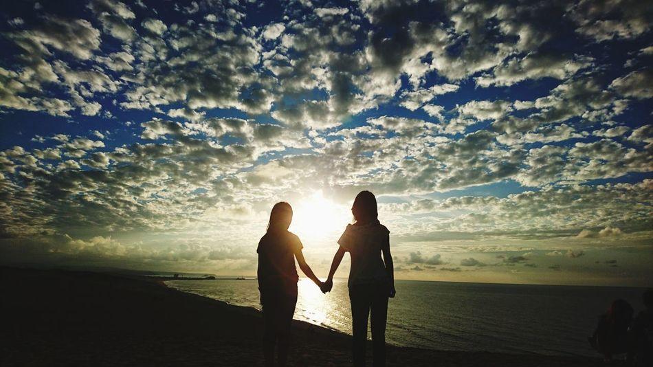 姉妹で夕焼け Beach Sunset Two People Vacations Sea Sand Summer People Enjoyment Cloud - Sky Sky Travel Japanese  Japan Rilaxing Beautiful Child 鳥取砂丘 夕焼け 夕焼け空 綺麗 姉妹 空 仲良し Followme