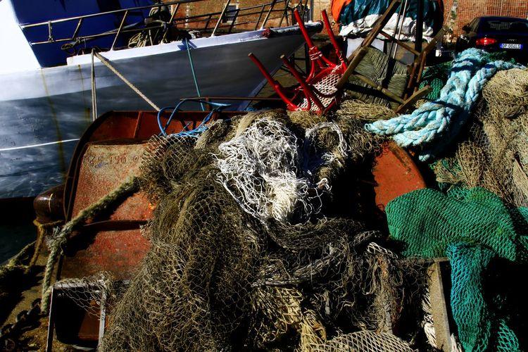 Working Hard Work Pescatori Reti Da Pesca Mare 2016😍 Semplicity People Passeggiando Particolari Colori Del Mare . In Porto Di Livorno Livorno
