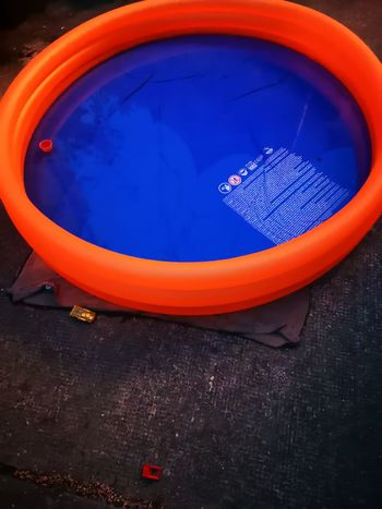 Planschbecken High Angel Cold And Hot Contrast Sport Blue Red Orange Color Close-up Outdoor Play Equipment
