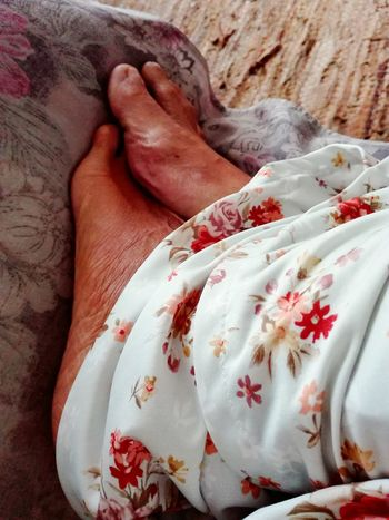 Low Section Lifestyles Person Relaxation Barefoot Leisure Activity Resting Personal Perspective Young Adult Red No Filters  No Filter Smartphonephotography Feet Cold Morning Dressing Gown Autumn Colors Cold Feet Floral