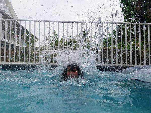 Inthepool Water Pool Waterdrops Waterdroplets Splashing Big Splash Samsungphotography Samsung Galaxy S7