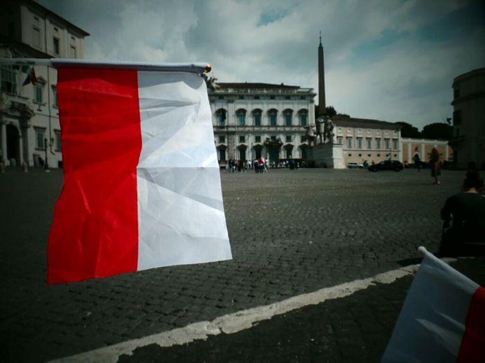 Trip Flag Architecture Patriotism Travel Destinations Cultures Travel Rzym Włochy Watykan Kanonizacja