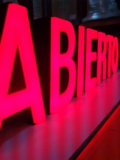 Letras Perspective Abierto Anuncio Big Letters Close-up Communication Day Grande Indoors  Letra No People Red Rojo Text