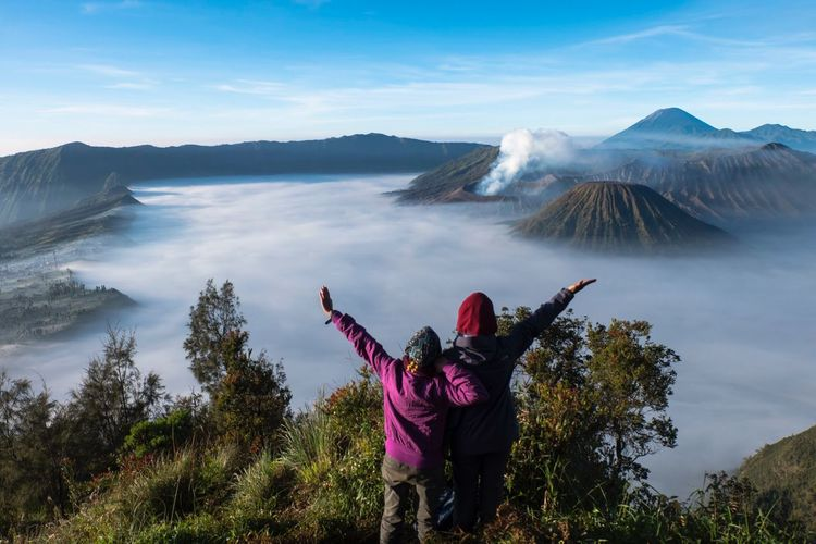 Travel buddies. East Java Adventure Buddies Buddies Friendship ❤ Eyem Best Shots Eyem Gallery Mountain BromoTenggerSemeru Climber Hiker Wonderfullindonesia INDONESIA Mountain Real People Nature Scenics Beauty In Nature Volcano Leisure Activity Lifestyles Sky Non-urban Scene Outdoors Cloud - Sky Day Mountain Range Togetherness Photographing Rear View Landscape This Is Masculinity EyeEmNewHere The Traveler - 2018 EyeEm Awards