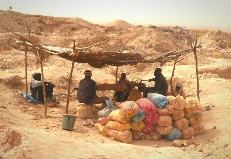 Men Resting Shade Sand Goldmining Niger Country Life Mining Pit