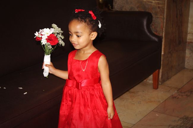 The little bridesmaid MyPrincess Littlesister Wedding Photography Wedding Vintagewedding Redandblue