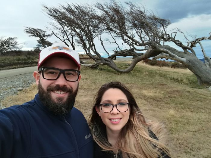 EyeEm Selects Portrait Happiness Smiling Togetherness Young Adult Outdoors Argentina Photography Tierra Del Fuego Beauty In Nature Arbol Bandera Selfie Tree Connected By Travel
