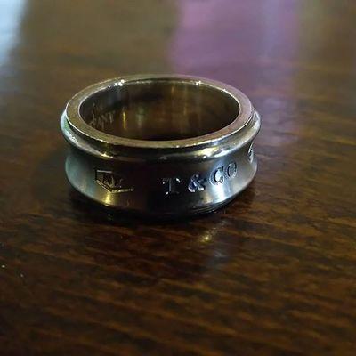 ひょんな事から、母にティファニーの指輪を貰う。 なんか、無性に嬉しかった。 おかん、ありがとう。 とりあえず、磨きます。 Tiffany ティファニー 母 Mother 指輪 Ring リング Team_jp_ Japan Instagood Icu_japan Ig_japan Ig_nihon Jp_gallery Japan_focus