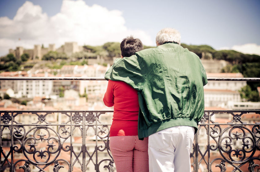 Ausblick Casual Clothing Cloud - Sky Couple Day Elderly Focus On Foreground Leisure Activity Lifestyles Lissabon Love Old Person Railing Rear View Rentner Senior Senioren Sky Three Quarter Length Tourism Tourismus Tourists Lisbon Marriage