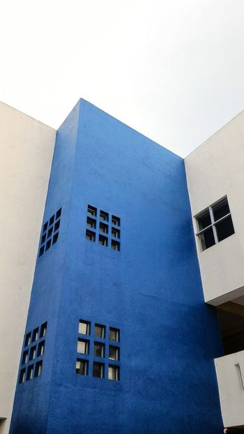 Urban Geometry Urban Mobile Love Mobile_photographer Mobilephoto Mobilephotography Simple Blue Building Building Exterior Buildingstyles