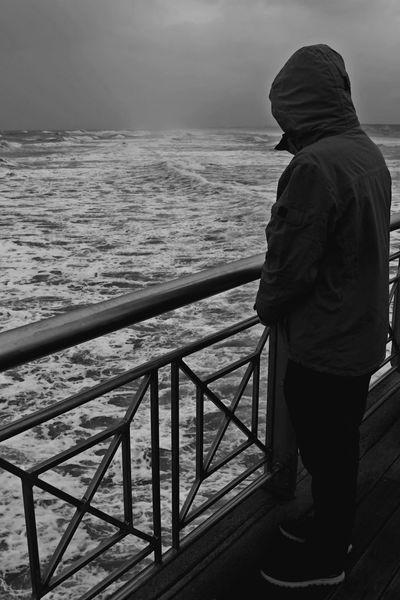 Absence Assenza Black & White Blackandwhite I Inverno Lifestyles Mare ❤ Monochrome Onde Pensieri Sea View Shadow Solo Tempesta La Mia Solitudine Solitudine Pontile I Miei Pensieri quando il mare annebbia i pensieri......😑 Sentimento Lost In The Landscape Been There. EyeEmNewHere