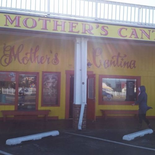 Heading into Mothers Cantina for their Ayboc clean up of 28th St and 28th St beach... Oceancitycool OceanCity Maryland Ocmd TrashOffMyBeach