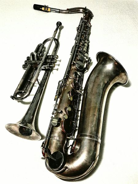 the silver is a bit tarnished but they can play the Blues The Blues Musical Instruments Music What Does Music Look Like To You? Saxophone Sax Trumpet Trumpets Silver  Tarnished Lieblingsteil
