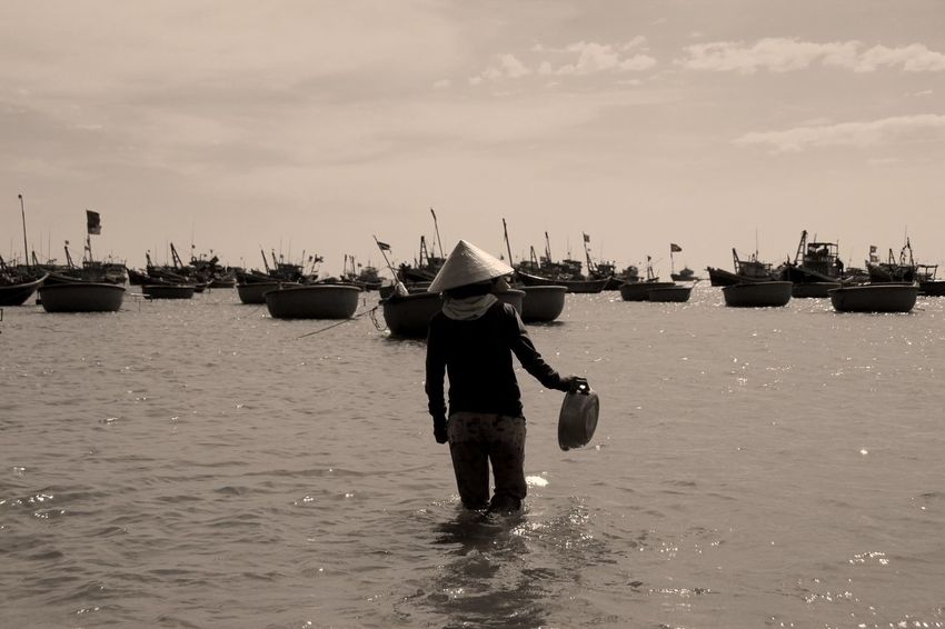 Vietnam Water Fisherman Working Resistance  Resist
