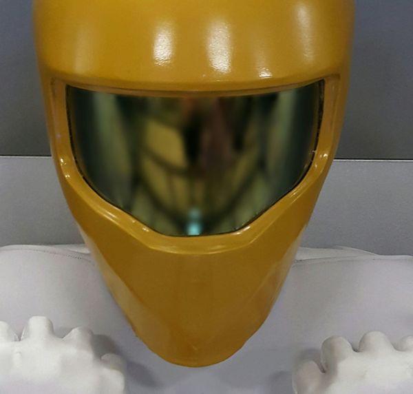 Helmet Yellow Lines Soft Focus Robot Neutral Background Neutral Tones Hands Selective Focus Colorsplash Portrait Simplicity Minimalism Greyscale Achromatic