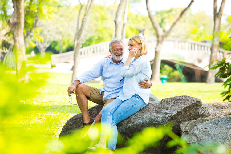 Two People Couple - Relationship Heterosexual Couple Togetherness Senior Adult Males  Smiling Men Positive Emotion Emotion Love Adult Sitting Bonding Lifestyles Leisure Activity Happiness Casual Clothing Senior Men Senior Couple Mature Men Mature Couple Outdoors Wife