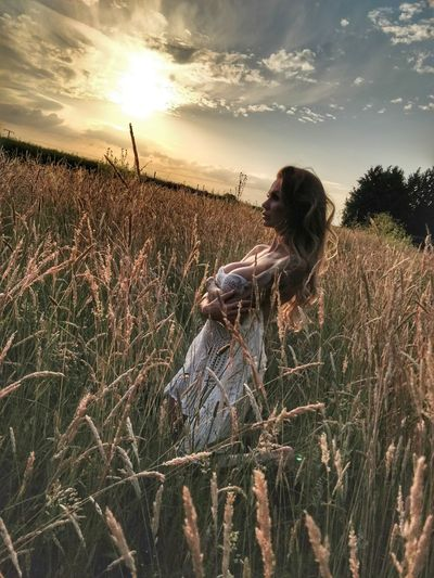 Evening sun in the field Young Women Adult Alone In The Field Beauty In Nature Beautiful Woman Beauty Beautiful Sexygirl Beautiful Girl Woman Nature Evening Sky Evening Sun Sun Sunlight Sunset Wheat Rural Scene Agriculture Tree Field Sky Grass Landscape Plant Scarecrow Pin-Up Girl Natural Beauty Agricultural Field