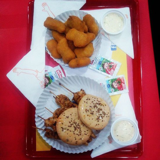 Foodtime Venkys Chicken Wid Friend @ajmeraPimpri Pune Soyummy Sotasty Instafood Instaclick
