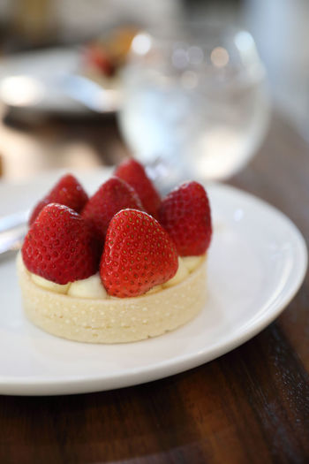 Crockery No People Cake Raspberry Healthy Eating Temptation Plate Ready-to-eat Still Life Indoors  Red Sweet Indulgence Dessert Strawberry Fruit Table Sweet Food Freshness Food And Drink Food Berry Fruit Tart - Dessert