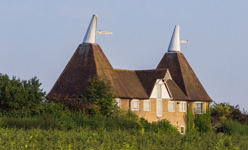 Oast House,Kent Hop Fields, Faversham,Kent Architecture Field Hop Pocket Kent Shepherd Neame Tree United Kingdom Architecture Beer - Alcohol Brewery Brewing Brexit Built Structure Farming Garden Of England History Hops Millet Orchard Pear Tourism Travel Destinations